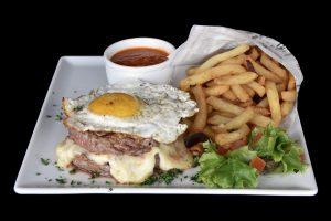 Steaks hachés façon bouchère à cheval fromager / La Mangoune